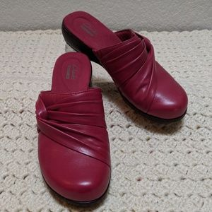 Clark's collection red slip on mules. Sz 9N